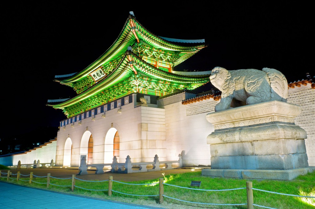 gyeongbokgung-gates-at-night