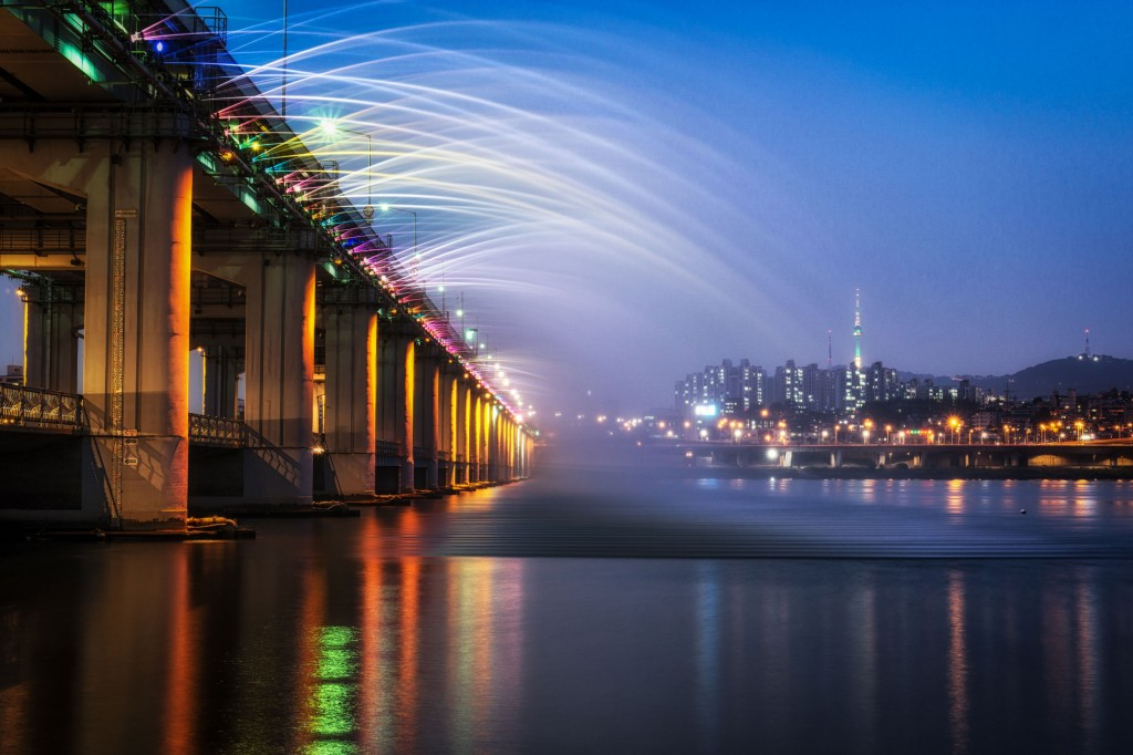 Banpo-Bridge-Rainbow-Fountain_tropicallife
