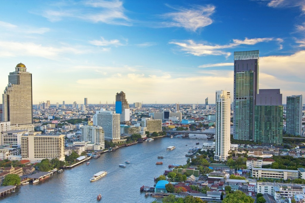 Modern-Town-in-Bangkok-beside-Chao-Phraya-River-in-Thailand_tropicallife