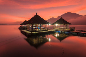 pandu_Sunrise-Reflection-at-Batur-Lake_tropicallife