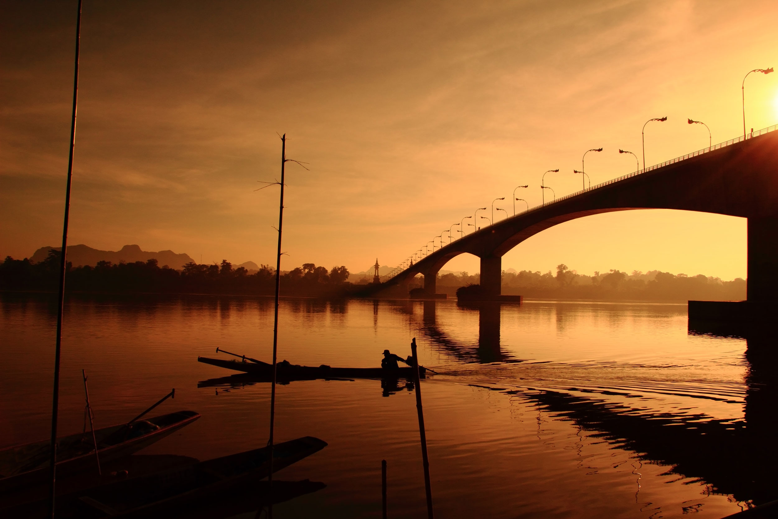 Bridge-over-the-Mekong-River-at-three-Thailand-Laos__5best_tropicallife